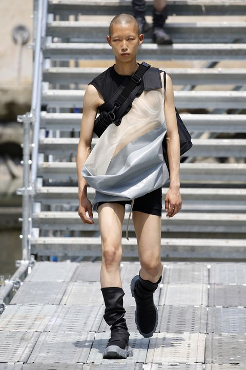 Human leg, Joint, Style, Street fashion, Knee, Fashion model, Fashion, Thigh, Boot, Sleeveless shirt,
