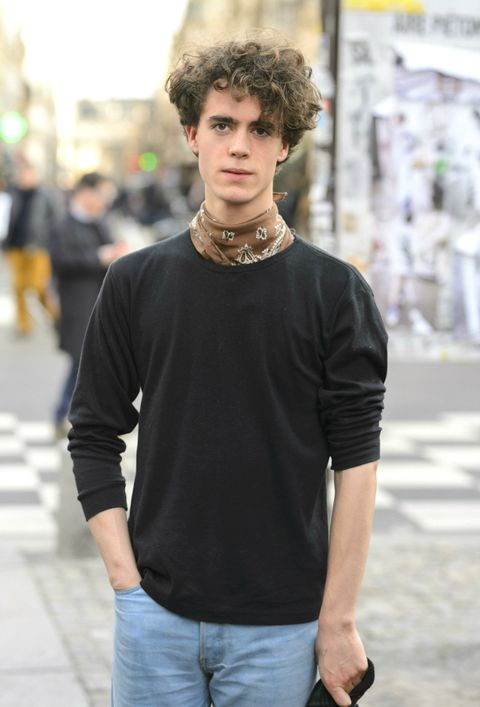Hair, Street fashion, T-shirt, Shoulder, Clothing, Fashion, Neck, Hairstyle, Cool, Beauty,