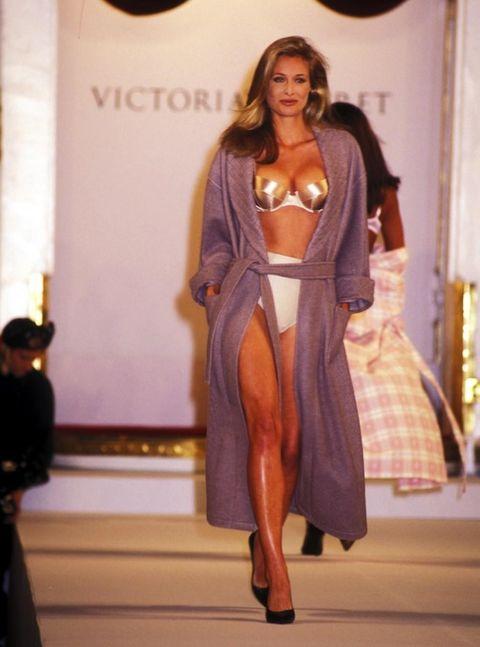 Shoulder, Textile, Fashion show, High heels, Dress, Runway, Fashion model, Fashion, Long hair, Waist,