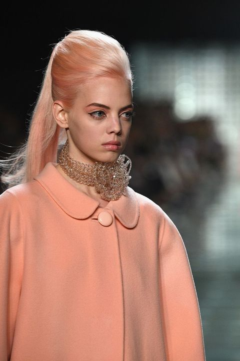 Hair, Fashion, Fashion model, Face, Blond, Beauty, Shoulder, Hairstyle, Lip, Haute couture,
