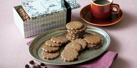 Food, Cuisine, Cookies and crackers, Biscuit, Dish, Snack, Cookie, Baked goods, Speculoos, Gluten,