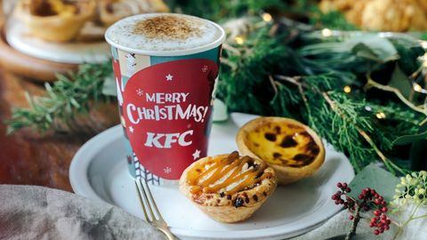 Food, Dish, Mince pie, Coffee cup, Cuisine, Ingredient, Cup, Cup, Snack, Baking,