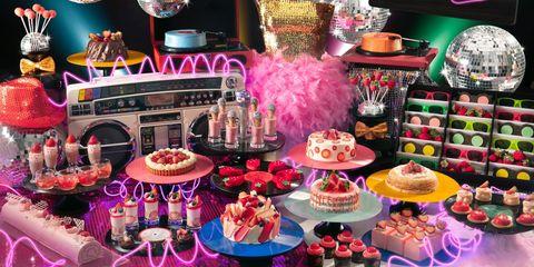 Pink, Cake decorating, Sweetness, Dessert, Food, Cake, Baked goods, Table, Party, Interior design,