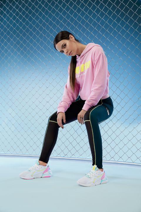 Cristina Pedroche con sudadera, leggings y zapatillas Puma.