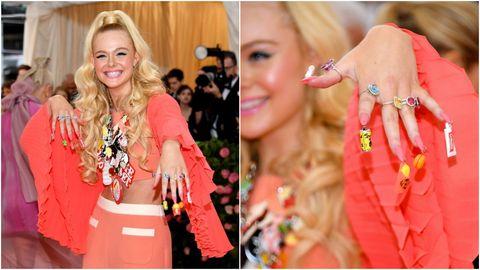 Pink, Peach, Fashion, Orange, Yellow, Hairstyle, Blond, Fashion accessory, Jewellery, Street fashion,