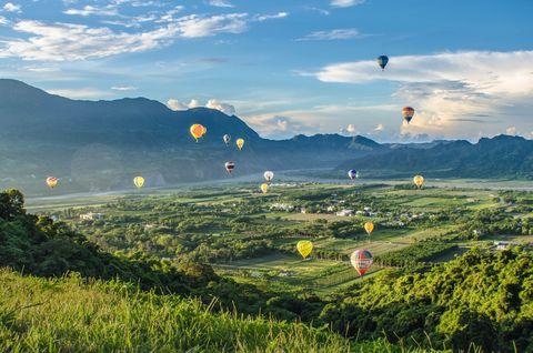 Sky, Nature, Air sports, Mountainous landforms, Hot air balloon, Hill station, Hot air ballooning, Hill, Cloud, Mountain,