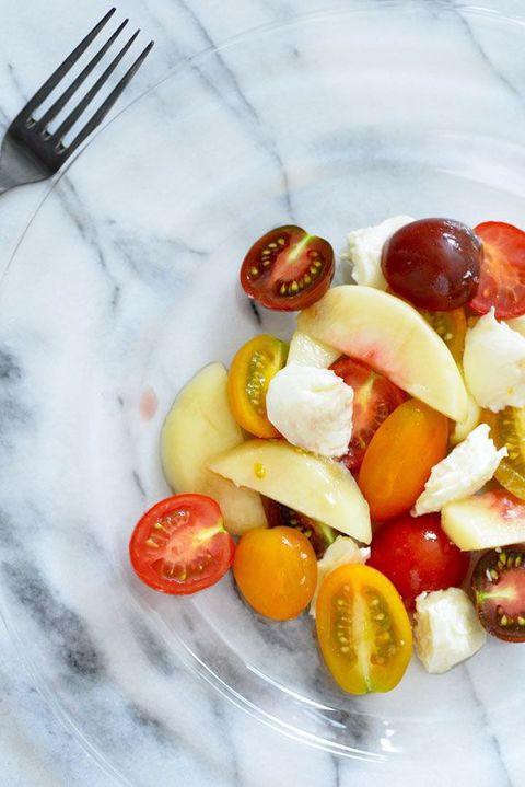カラフルトマトと桃のマリネ