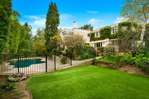 whoopi goldberg pacific palisades home