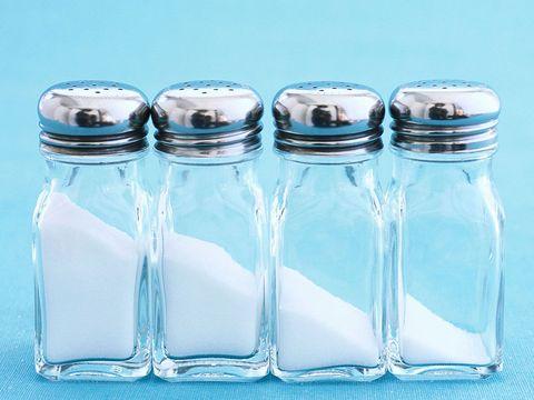 塩分の摂りすぎに注意|ぽっこりおなかの原因には、この食べ物で対処せよ!