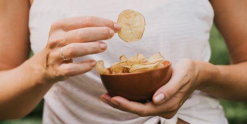 塩分を多く摂り過ぎた いつものどが渇くのは危険? その驚くべき理由とは