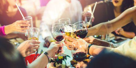 飲み過ぎのサイン アルコール依存症かもしれない、8つのの兆候と対処法