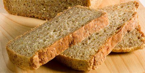 白いパンより全粒粉パンを食べるべし|お腹がの張りの原因は? NG習慣を見直して予防と改善を
