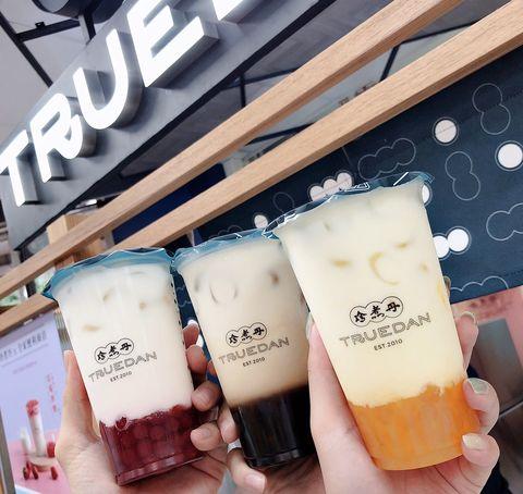 《珍煮丹》推出5款彩色珍珠手搖飲~芒果、草莓、咖啡、紅茶與黑糖口味只在全台2間超商店中店買的到!