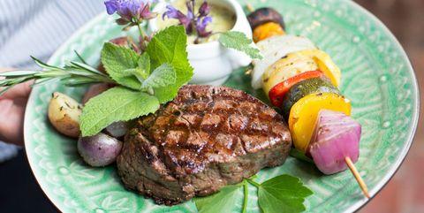 肉を食べると太る|医師が断言! 信じてはいけないダイエットの定説4つ
