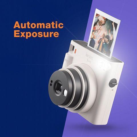 fujifilm 富士軟片推出新款拍立得相機「instax square sq1」,外觀採用極簡設計,採用square方形底片,加上容易操作的性能且加入了自拍模式的功能!