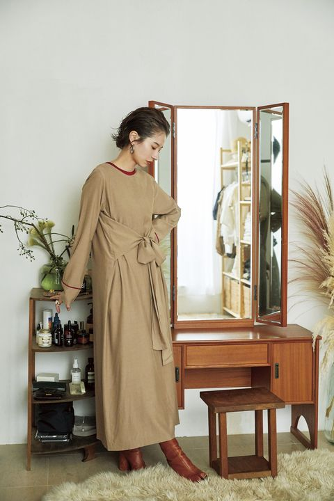 Dress, One-piece garment, Vintage clothing, Shelving, Shelf, Cabinetry, Day dress, Gown, Fashion design, Houseplant,