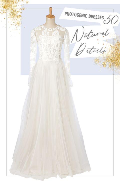 大柄のフラワーレースの「カティア・カティア」のドレス ハツコ エンドウ ウェディングス