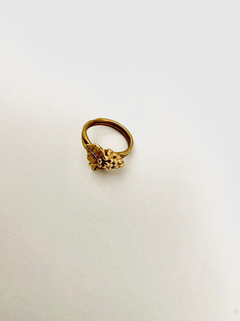 5 designer di gioielli raccontano i lavori su commissione più romantici