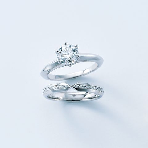 「ティファニー®セッティング ダイヤモンド エンゲージメント リング」と「ティファニー®セッティング ダイヤモンド ネスティング ナロー バンドリング」