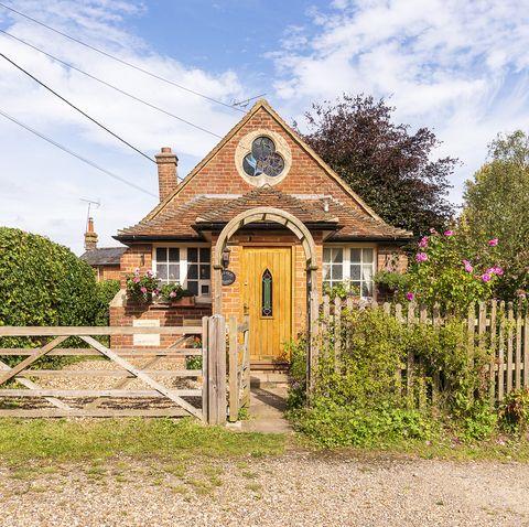 One-bedroom cottage for sale