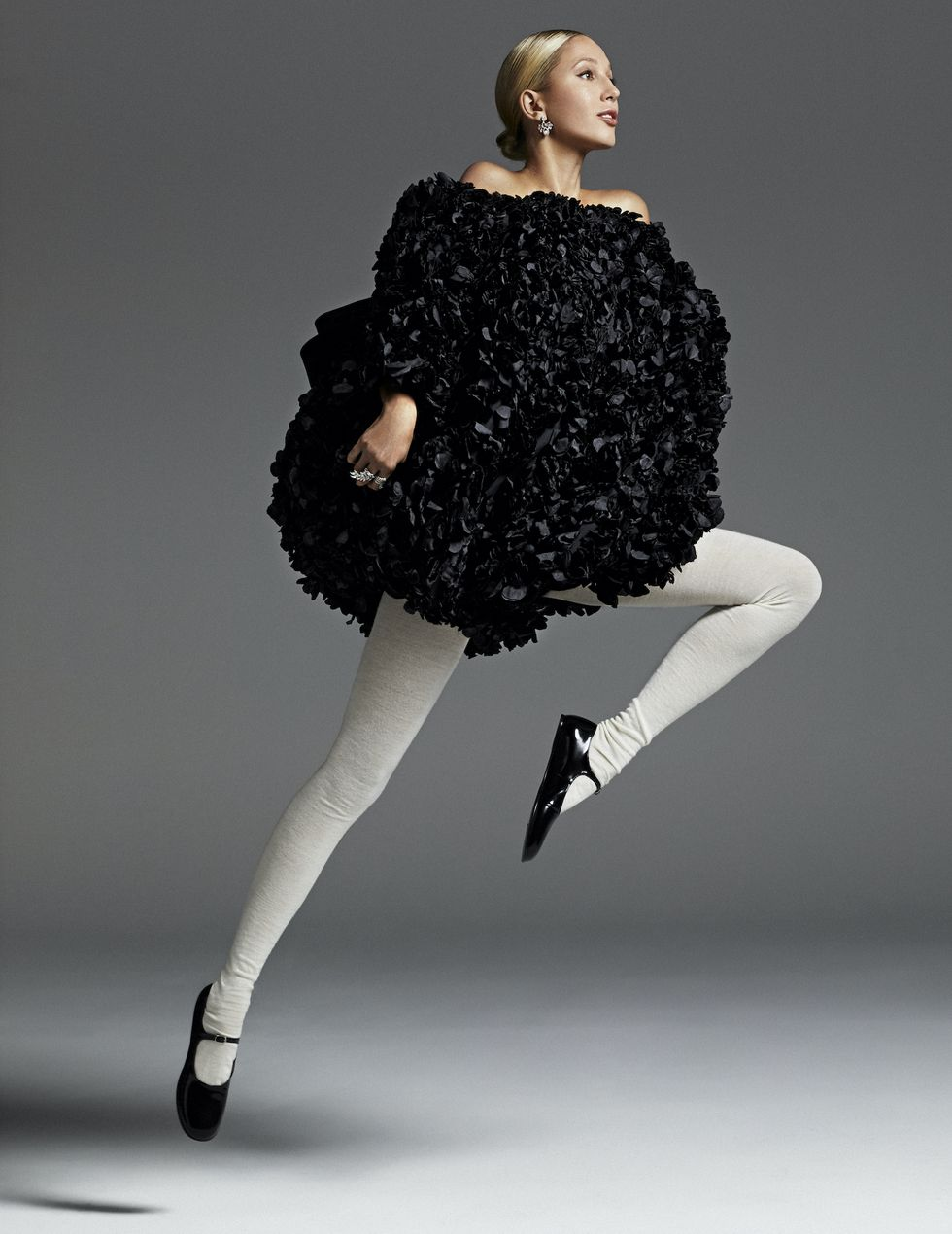 Мария-Олимпия снялась для испанского Harper's BAZAAR https://hips.hearstapps.com/hmg-prod.s3.amazonaws.com/images/2-200901-f05-1264-rgb-1602789587.jpg?resize=980:*