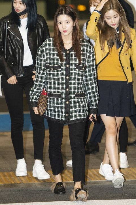 kwon eun bi, ahn yoo jin, kim min joo of izone poses for pictures after he arrived at incheon international airport on october 26th in incheon, south korea photoosen
