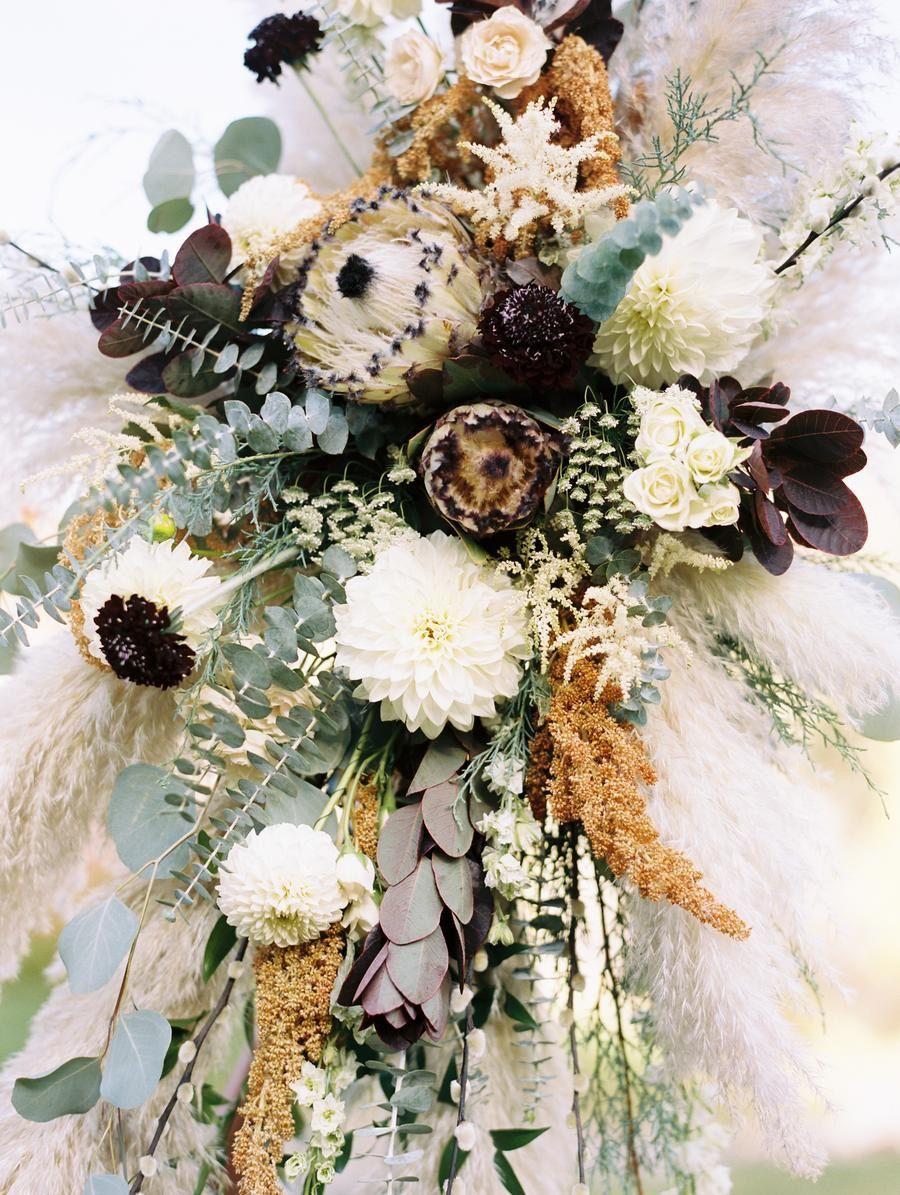 Image of: 45 Best Fall Wedding Flowers Gorgeous Wedding Bouquet Ideas 2020