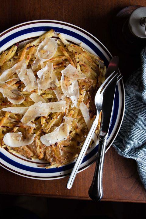 さつまいもとパルミジャーノのガレット のレシピ・作り方|ELLE gourmet [エル・グルメ]