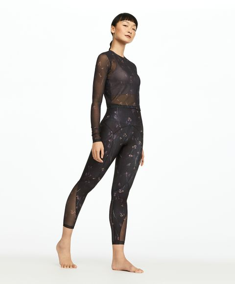 Clothing, Tights, Leggings, Shoulder, Sportswear, Standing, Wetsuit, Leg, Joint, Neck,