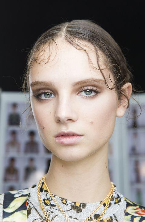 Hair, Face, Eyebrow, Hairstyle, Lip, Fashion, Chin, Beauty, Fashion model, Skin,