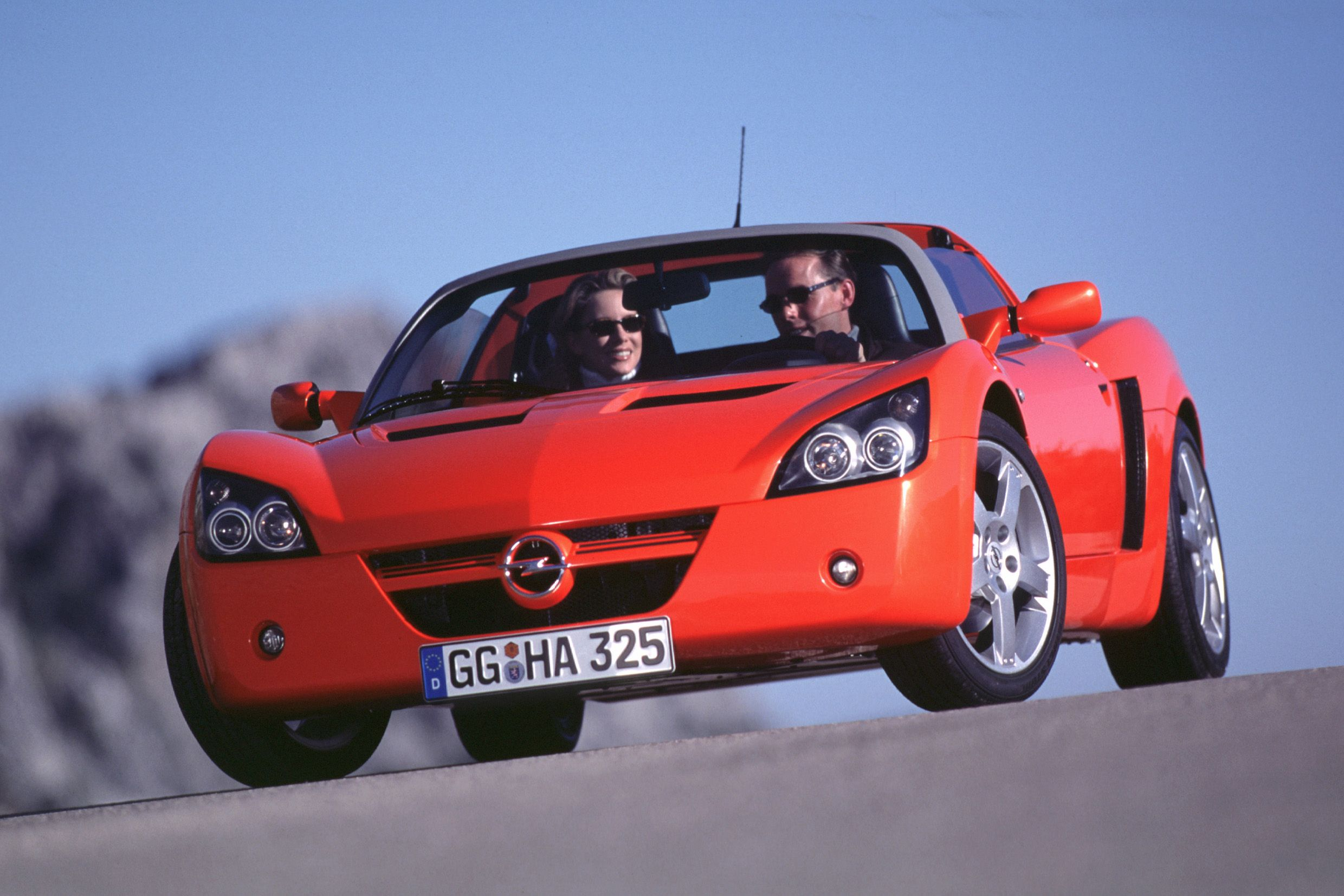 The Opel Speedster Is the Mid-Engine GM Sports Car You Never Knew About