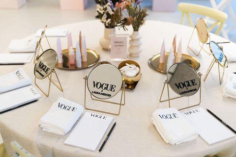 Kijk binnen bij het Vogue x Laura Mercier event.