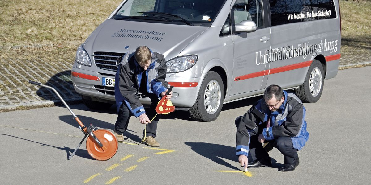 Mercedes cumple 50 años en la investigación de accidentes - caranddriver.com