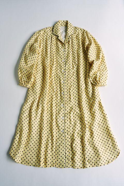 黄色のパジャマ