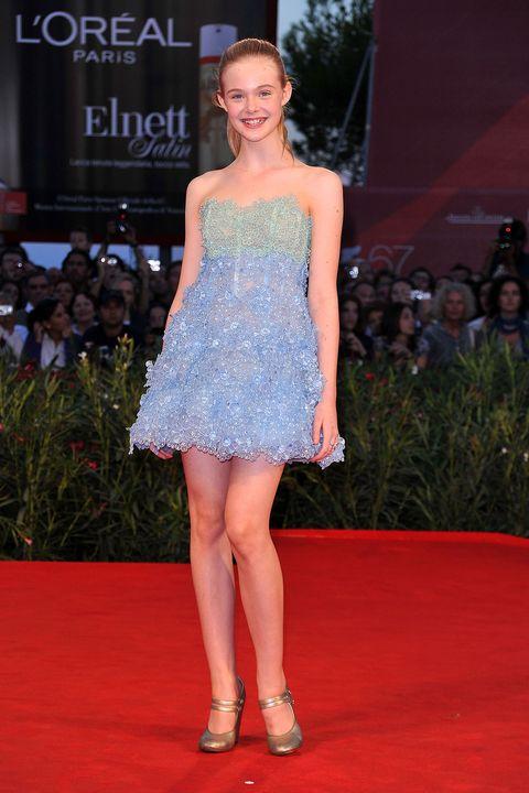 Fashion model, Red carpet, Clothing, Dress, Carpet, Fashion, Flooring, Shoulder, Fashion show, Premiere,