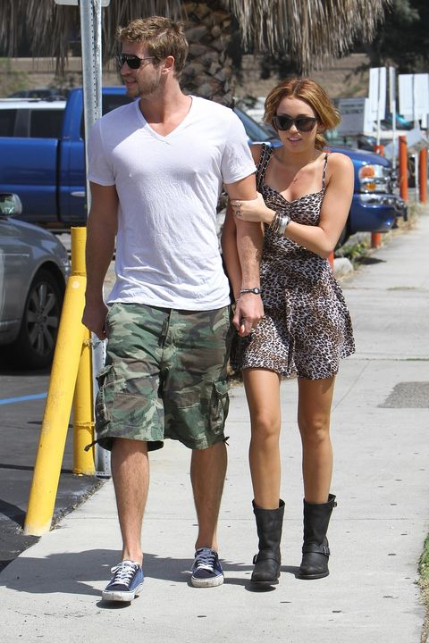 MILEY CYRUS AND LIAM HEMSWORTH ROMANTIC STROLL AND GRABBING A SODA