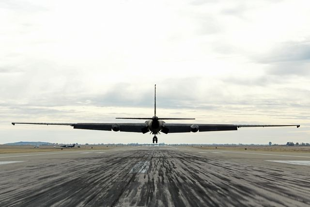 a u 2 dragon lady assigned to the 9th reconnaissance wing prepares to land at beale air force, california, dec 15, 2020