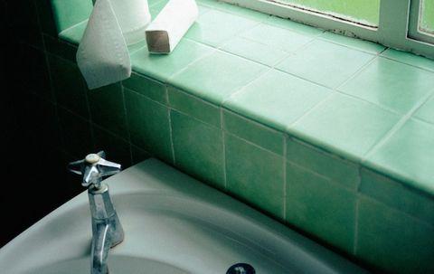 4 Dirty Bathroom Habits