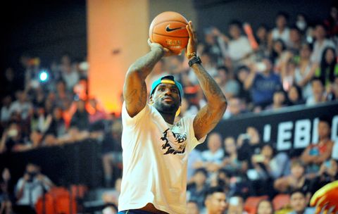 Why the Hell Is LeBron James on a Low-Carb Diet?