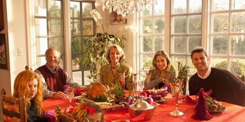 family-thanksgiving-dinner.jpg