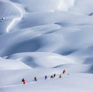 Snow, Geological phenomenon, Winter, Sky, Glacial landform, Recreation, Slope, Skiing, Winter sport, Ski mountaineering,