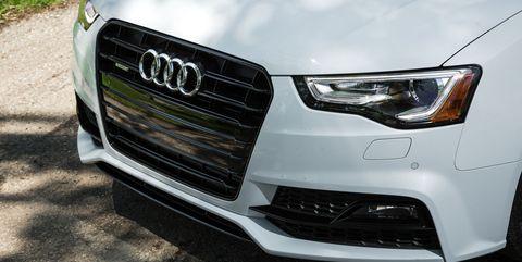 Land vehicle, Vehicle, Car, Audi, Headlamp, Grille, Automotive lighting, Bumper, Automotive tire, Tire,