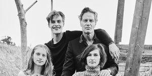 André van Noord met zijn familie gefotografeerd voor Vogue Nederland, november 2016.