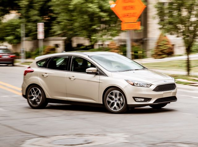 Ford Focus Review, Pricing and Specs