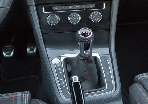 Land vehicle, Vehicle, Car, Center console, Gear shift, Steering wheel, Volkswagen golf, Automotive design, Technology, Auto part,