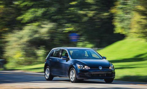 Land vehicle, Vehicle, Car, Volkswagen, Hatchback, Volkswagen golf, Hot hatch, City car, Volkswagen golf variant, Sky,