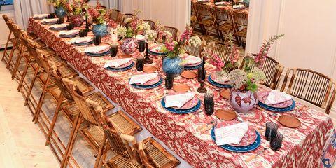 Tablecloth, Interior design, Furniture, Table, Interior design, Linens, Serveware, Decoration, Home accessories, Flowerpot,