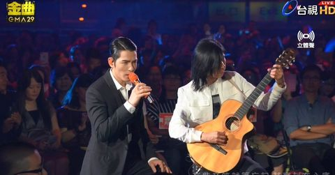 Performance, Guitar, Entertainment, Music, String instrument, Music artist, Musician, String instrument, Event, Plucked string instruments,