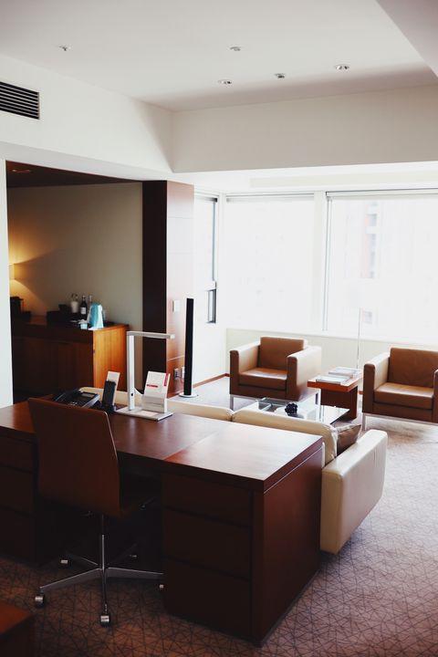 Interior design, Room, Furniture, Building, Living room, Property, Ceiling, Office, Floor, Table,