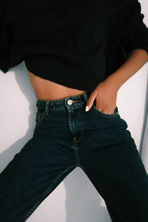Jeans, Waist, Clothing, Black, Denim, Abdomen, Pocket, Belt, Trunk, Hip,